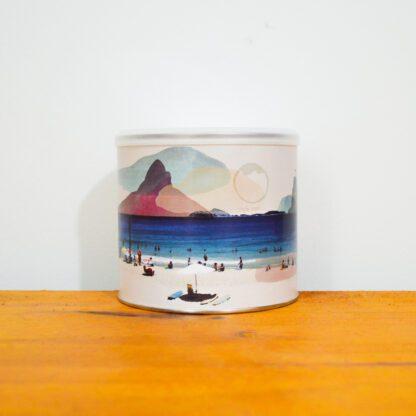 brownie do luiz rj rio de janeiro bordinhas na lata com rótulo da artista marina papi